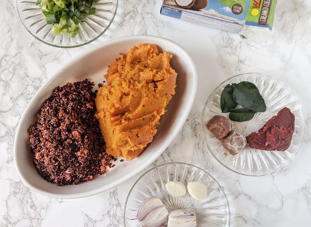 Ingrediënten voor Thaise vegan 'viskoekjes': zoete aardappel, quinoa, snijbonen, limoenblad en rode curry.