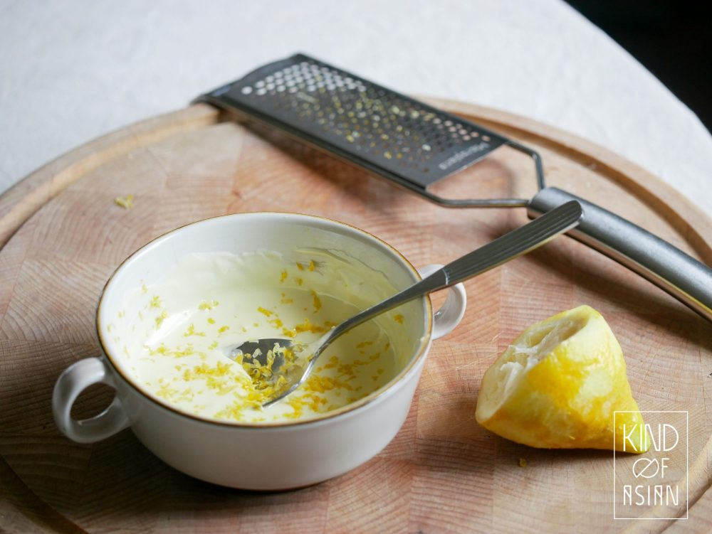 De citroenrasp geeft de (vegan) zoete witte chocolade een fris accent.
