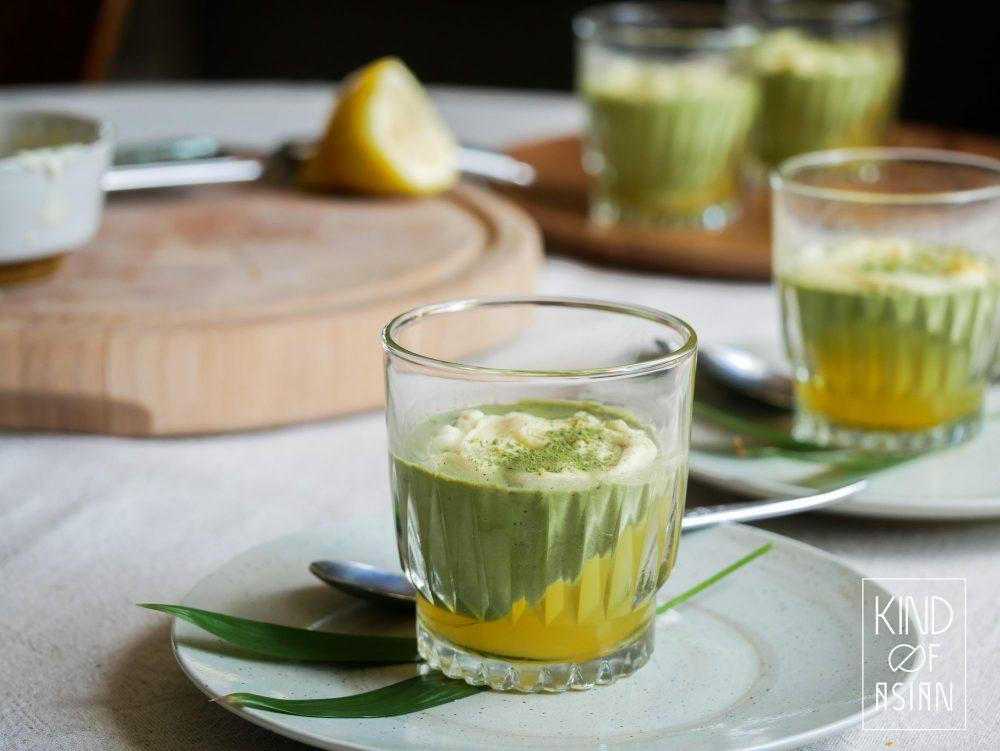 De vegan groene thee mousse serveren is het makkelijkst. Na een Japans of Chinees etentje kan je het nagerecht direct opdienen.
