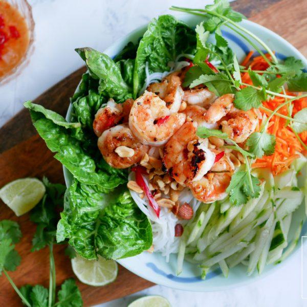 Vietnamese rijstnoedelsalade met garnalen