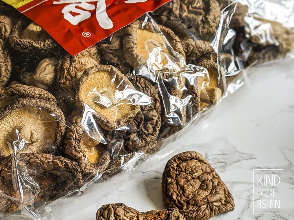 Gedroogde shiitakes worden veel gebruikt in de Aziatische vegan keuken vanwege de umami.