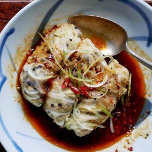 Deze rollen van kool gevuld met tofu zijn de gezonde versie van de gefrituurde Chinese loempia's.