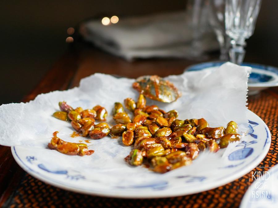 Krokante, goudgeel gekaramelliseerde zoute pistachenootjes met een snufje spekkoekkruiden.