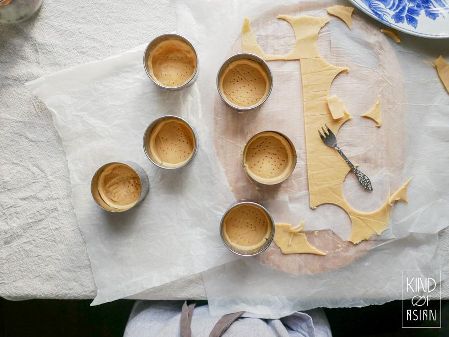 Vegan koekjesdeeg in zes bakringen van 7 cm.