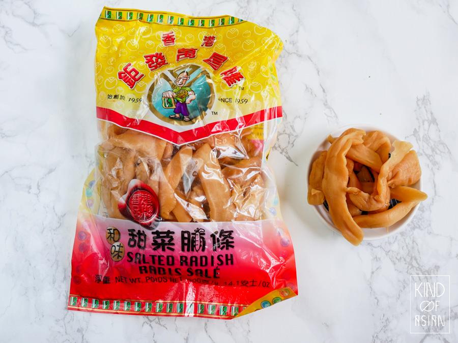 Chinese gedroogde rettich heeft een intense smaak met een stevige, knapperige bite. De textuur en umami zijn een goede toevoeging aan vegan gerechten.