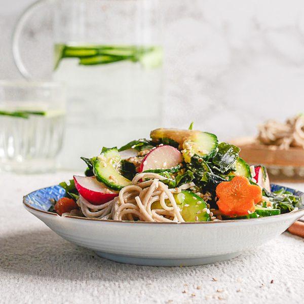 Hoe begin je met vegan en vegetarisch Japans koken? Welke ingrediënten heb je nodig voor de kenmerkende umamiri-rijke smaken? Lees snel verder.