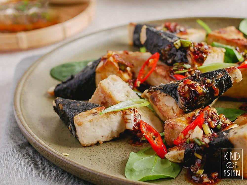 Denk je dat tofu bereiden lastig is? Niet dit recept: tofu paneren, krokant bakken en de ingrediënten voor de pittige Koreaanse saus mengen. Binnen 20 minuten staat het op tafel!