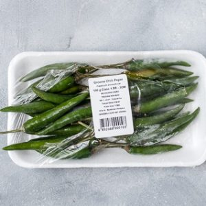 Thaise chilipepers voor vegan groene currypasta