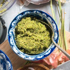 Groene currypasta in kom