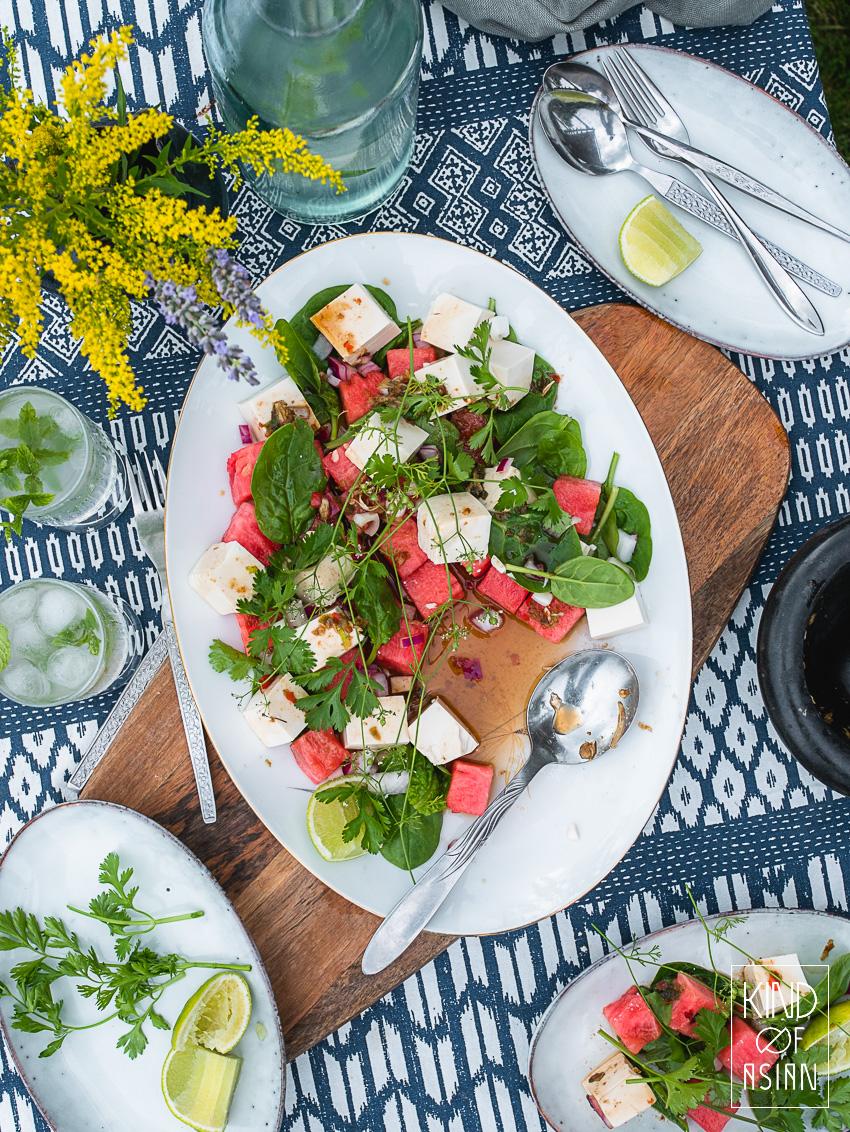 Verse chilipepers, limoen en citroengras en limoenblad geven deze koude tofu salade en zoete watermeloen de Thaise pit die deze milde, zomerse ingrediënten nodig hebben.