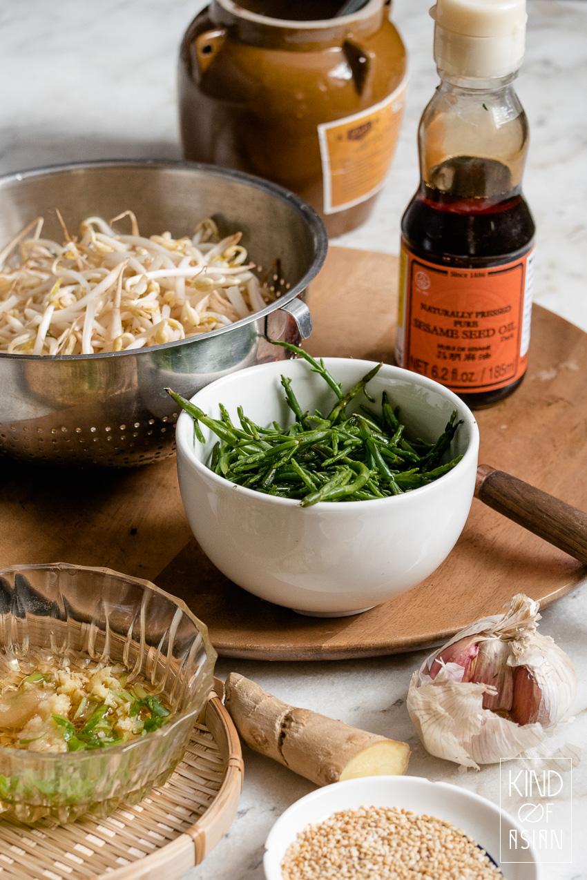 Ingrediënten voor een snel koud bijgerecht op Koreaanse wijze: zeekraal, gember, sesamolie, knoflook, zout.