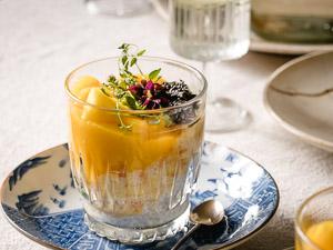 Een gezonde chiazaad versie van de Chinese tapioca pudding met mango en pomelo. Net zo lekker maar met veel meer voedingsstoffen.