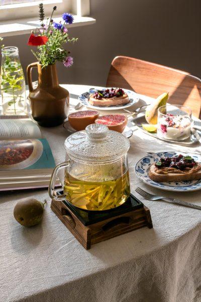 Gebruik de harde delen van de stengels citroengras voor een cafeïnevrije citroengras thee: verfrissend, gezond en heel makkelijk zelf te maken.