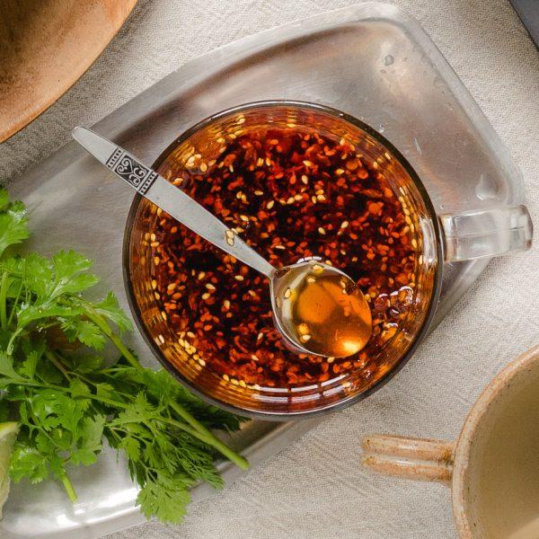 Voor een mooie rood oranje gloed in gerechten gebruik ik vaak anatto zaad als kleurstof - gedroogde zaadjes van de anattoboom.