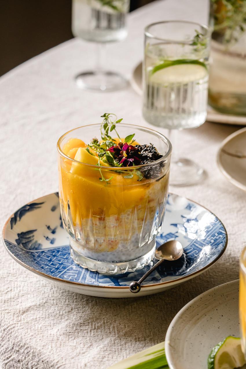 Chinese 'sago' pudding (of soep) met mango en grapefruit maar dan met eiwitrijke chiazaadjes.