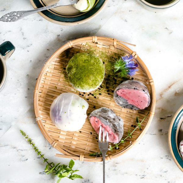 mochi ijs op bamboe mandje
