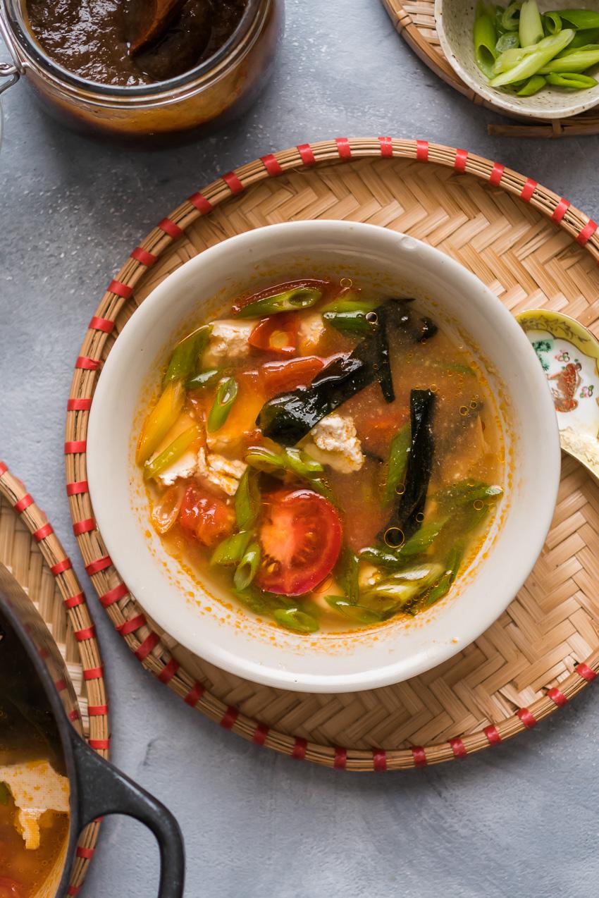 Vegan authentieke Chinese tomatensoep