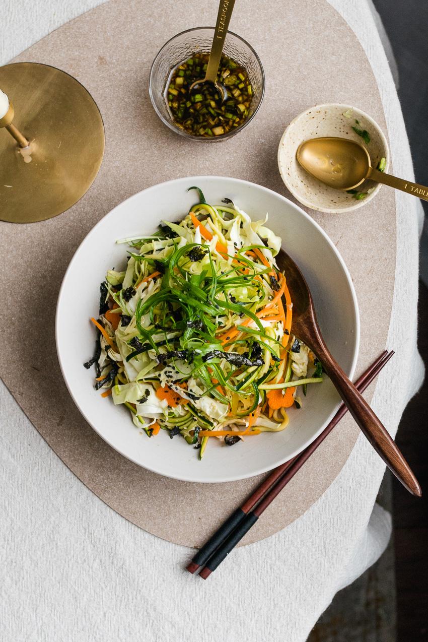 Salade met kool in Japanse dressing
