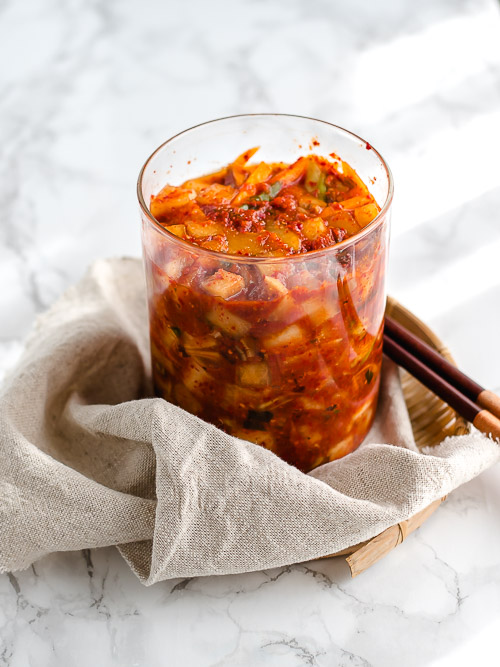 Vegetarische kimchi in glazen pot