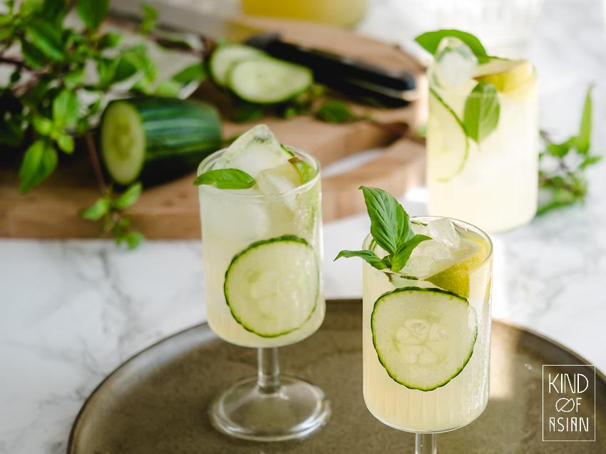 Mocktail met komkommer en basilicum