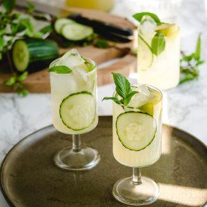 3x recepten voor ijskoude Aziatische zomerdrankjes: maak limonade met Thaise basilicum, citroengras of een romige., zoete smoothie met avocado.